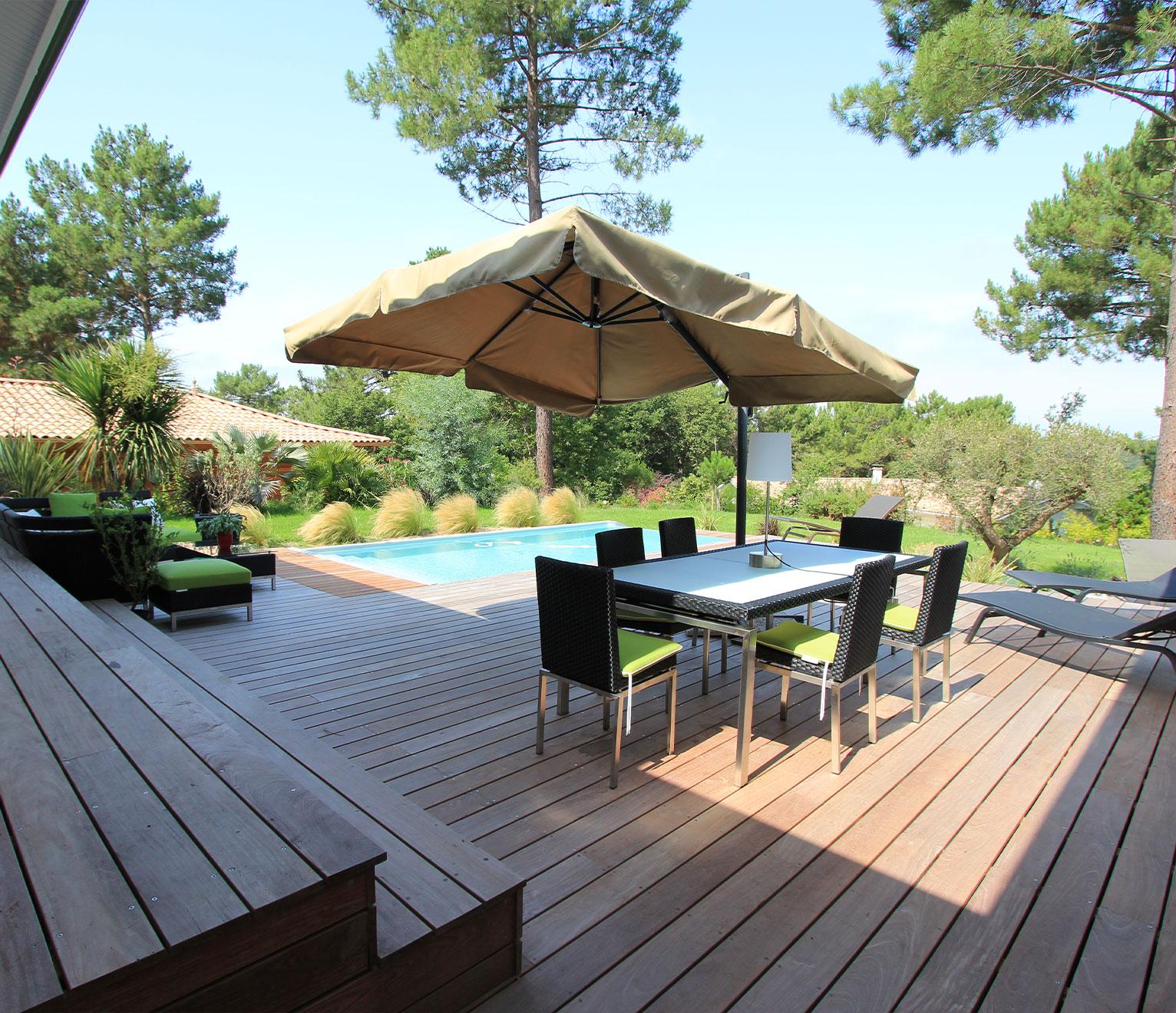 maison avec grande terrasse en bois