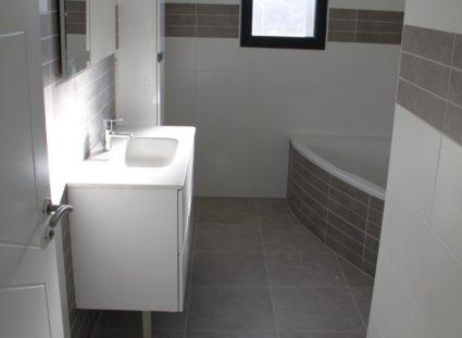 maison neuve en Dordogne salle de bain moderne