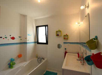 salle de bains avec déco évolutive