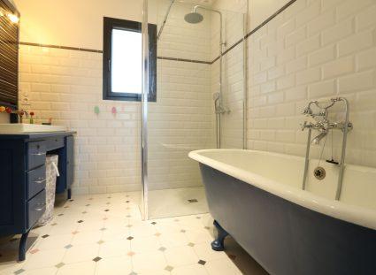 salle de bain rétro pour enfant