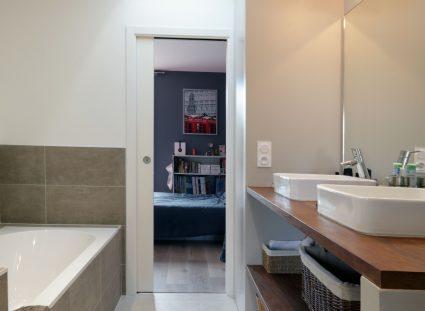 salles de bains positionnées entre 2 chambres d'enfant