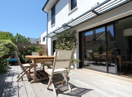 maison contemporaine nature avec terrasse