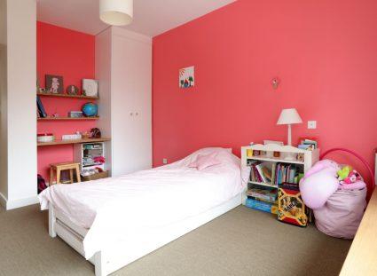 maison de ville avec chambre rose
