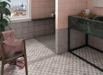 carreaux ciment motifs floraux dans salle d'eau