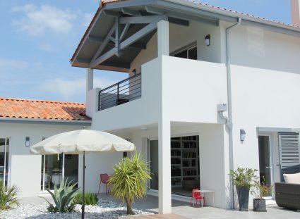 maison basque avec piscine