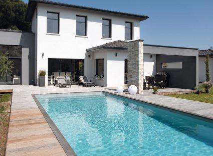 Une maison moderne avec piscine