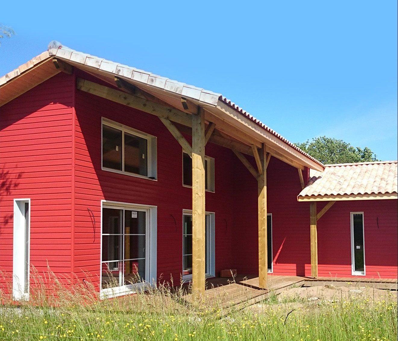 maison bois bardage rouge