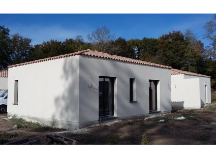 maison charentaise contemporaine enduit blanc