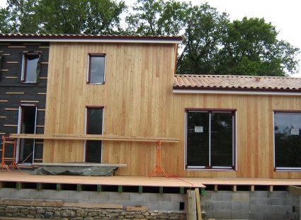 maison contemporaine en ossature bois baies vitrées