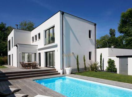 maison design avec piscine & jardin