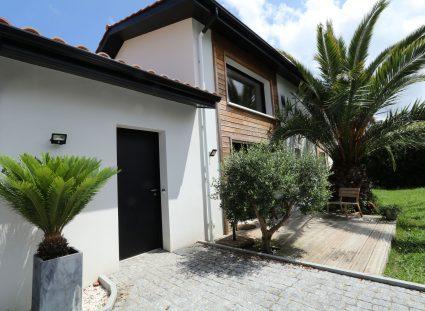 maison basque avec jardin