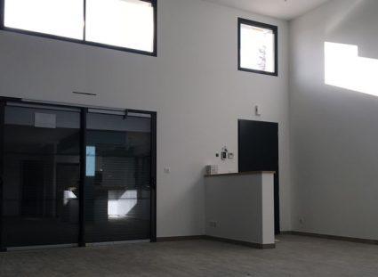 maison spacieuse hauteur sous plafond