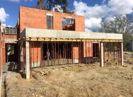 maison avec toit terrasse en chantier