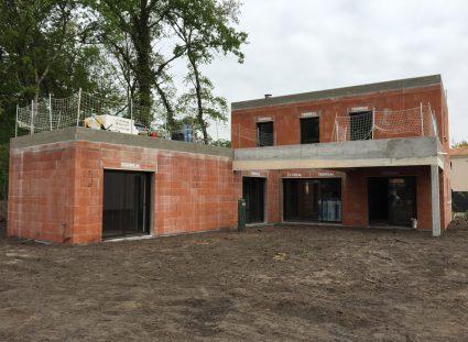 maison avec toit terrasse murs extérieurs
