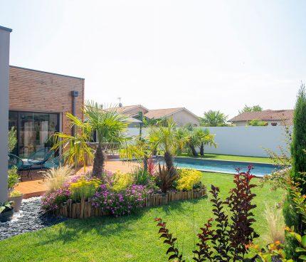 construire piscine adaptée à son jardin