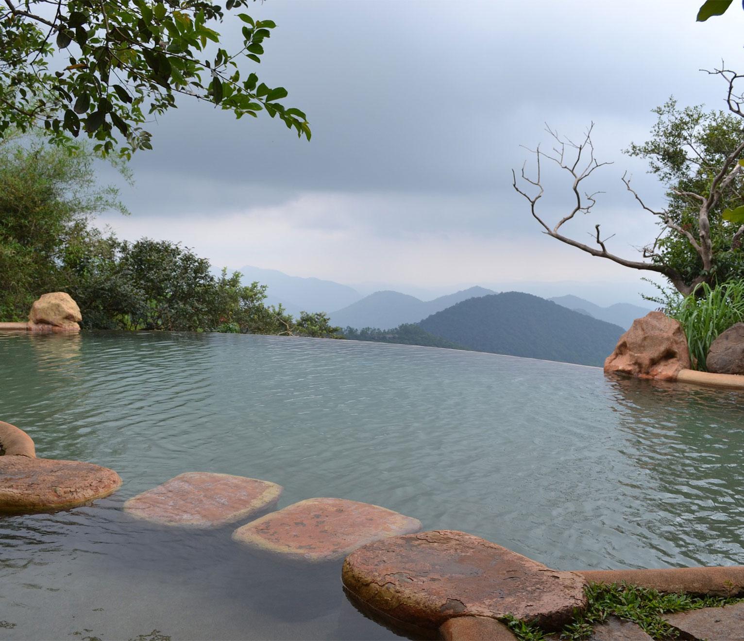 une piscine naturelle à la maison