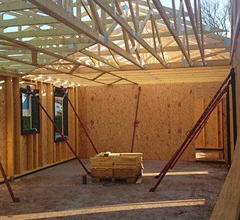 une maison bois bardage rouge charpente
