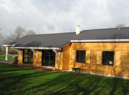 une maison ossature bois en Aveyron finitions