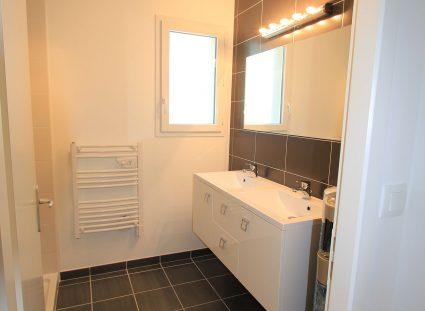 maison témoin CH avec salle de bain design