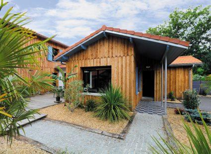 maison bois avec porche d'entrée élégant