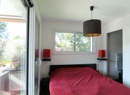 belle maison contemporaine avec chambre lumineuse