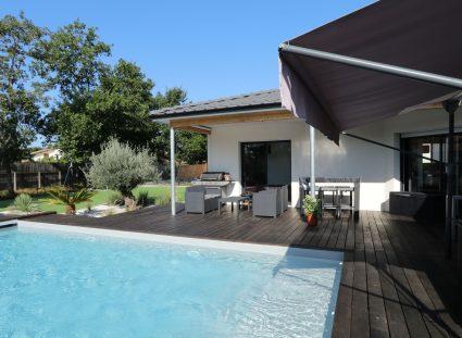 belle maison contemporaine avec terrasse couverte