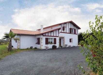 grande maison basque façade avant