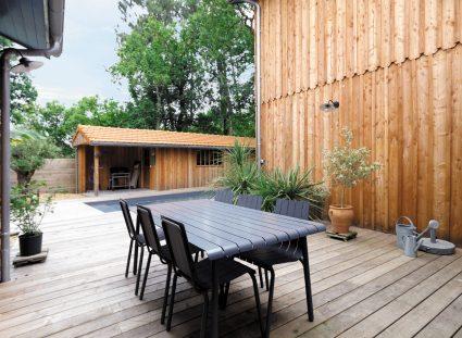 maison bardage bois avec terrasse