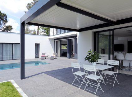 villa contemporaine bordeaux avec terrasse et pergola