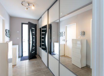 hall entrée avec meuble et miroir