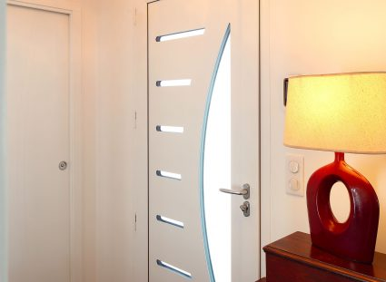 hall entrée avec vitrage sur porte