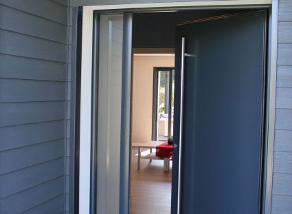lumière naturelle à la porte d'entrée