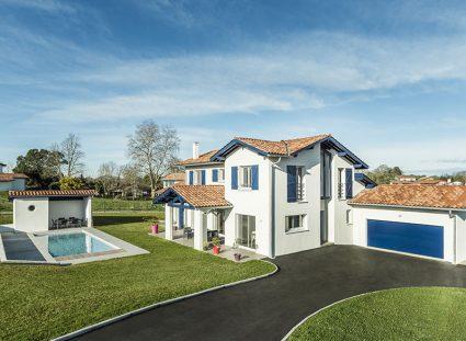 maison contemporaine basque avec grand jardin