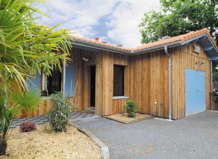 maison bois avec carrelage en damier