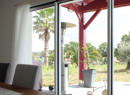 maison basque avec baies vitrées