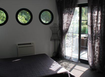 maison bois avec chambre lumineuse