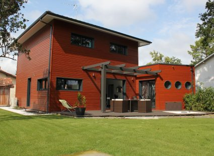 maison bois avec style urbain