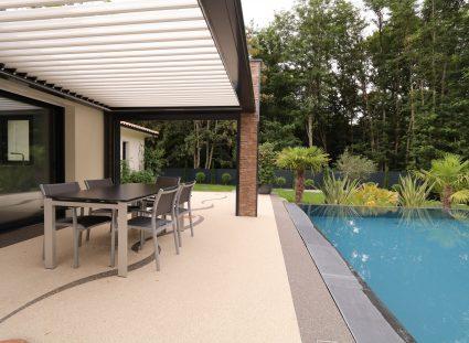 maison contemporaine pergola et terrasse