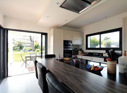 maison contemporaine prestige avec cuisine aménagée