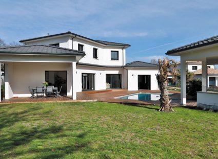 maison contemporaine prestige facade extérieure