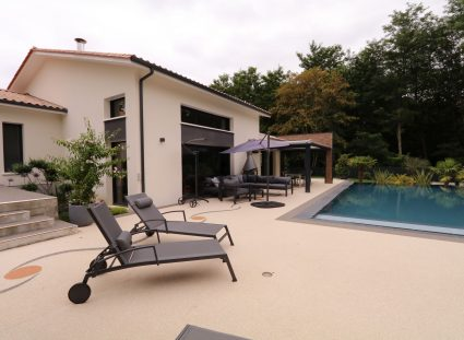 maison contemporaine avec grande terrasse