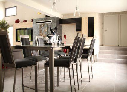 maison-contemporaine avec salle a manger