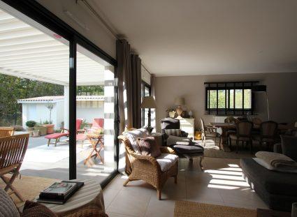 maison contemporaine séjour avec baies vitrées