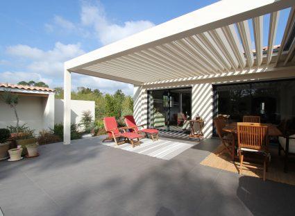 maison contemporaine terrasse avec pergola