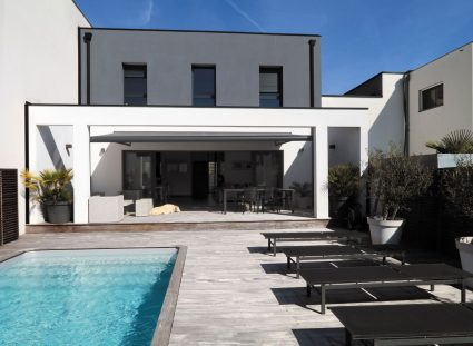 maison de ville moderne avec piscine