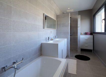 maison de ville salle de bain moderne