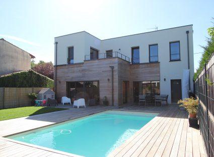 maison de ville urbaine avec piscine