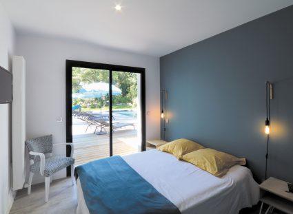 maison design avec chambre lumineuse