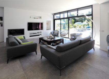 maison design avec salon lumineux