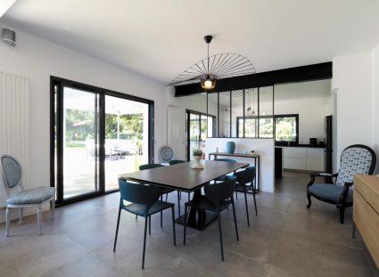 maison design séjour avec baies vitrées